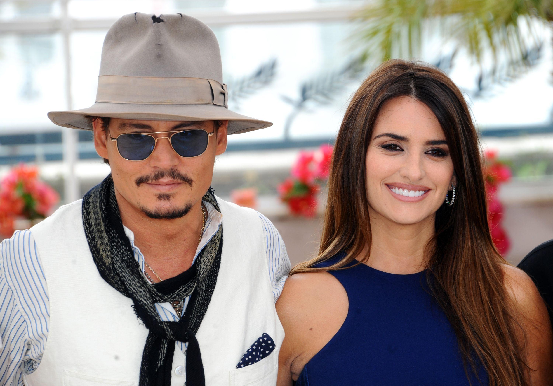 Johnny Depp and Penelope Cruz pose for a photo.