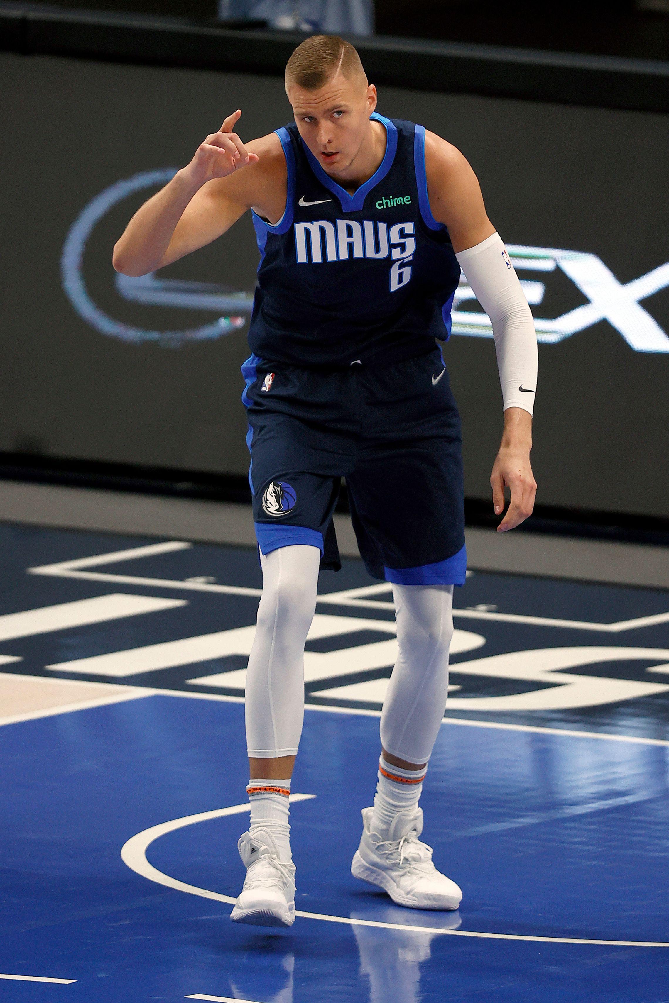 Kristaps Porzingis demanding the ball from his teammate