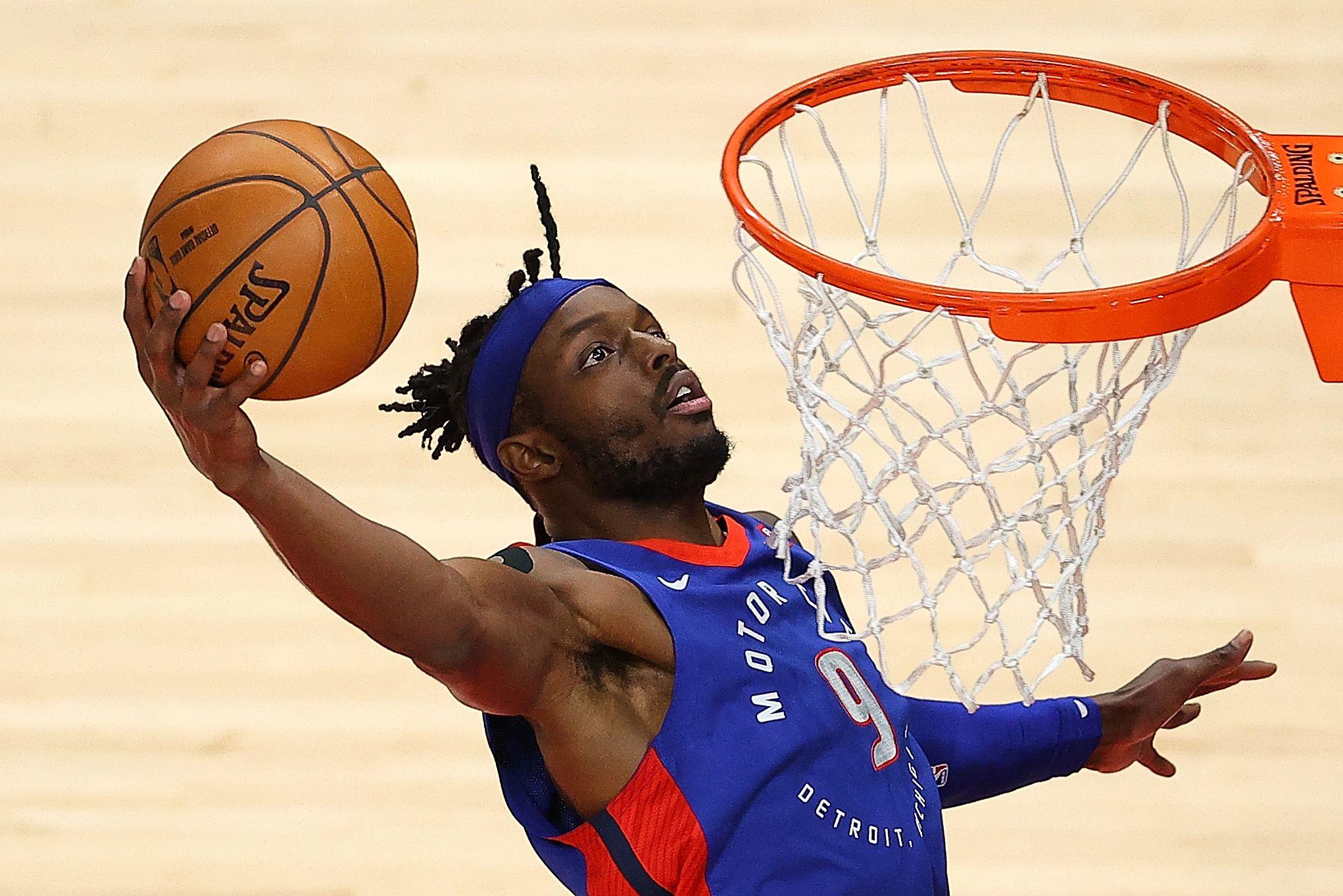 Jerami Grant dunks the ball