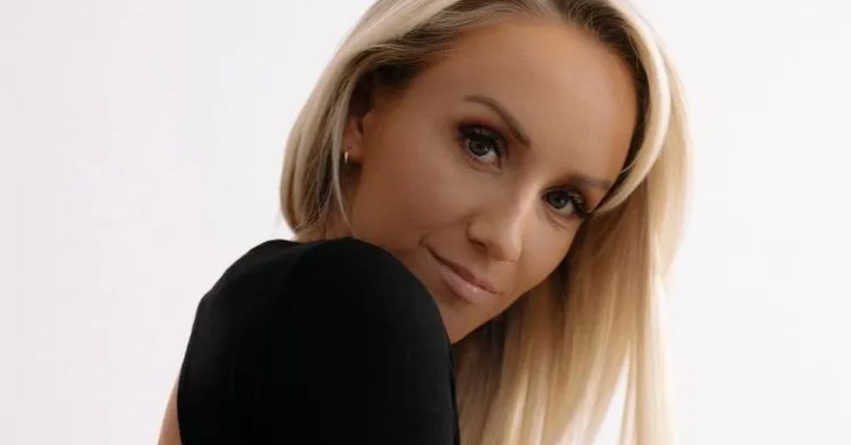 MDgxMlViemlXUkJTYlRGUDM2dUsuanBn Gymnast Nastia Liukin Hikes Up Bikini With Strict Warning 2 13 2021 8211 The Blast