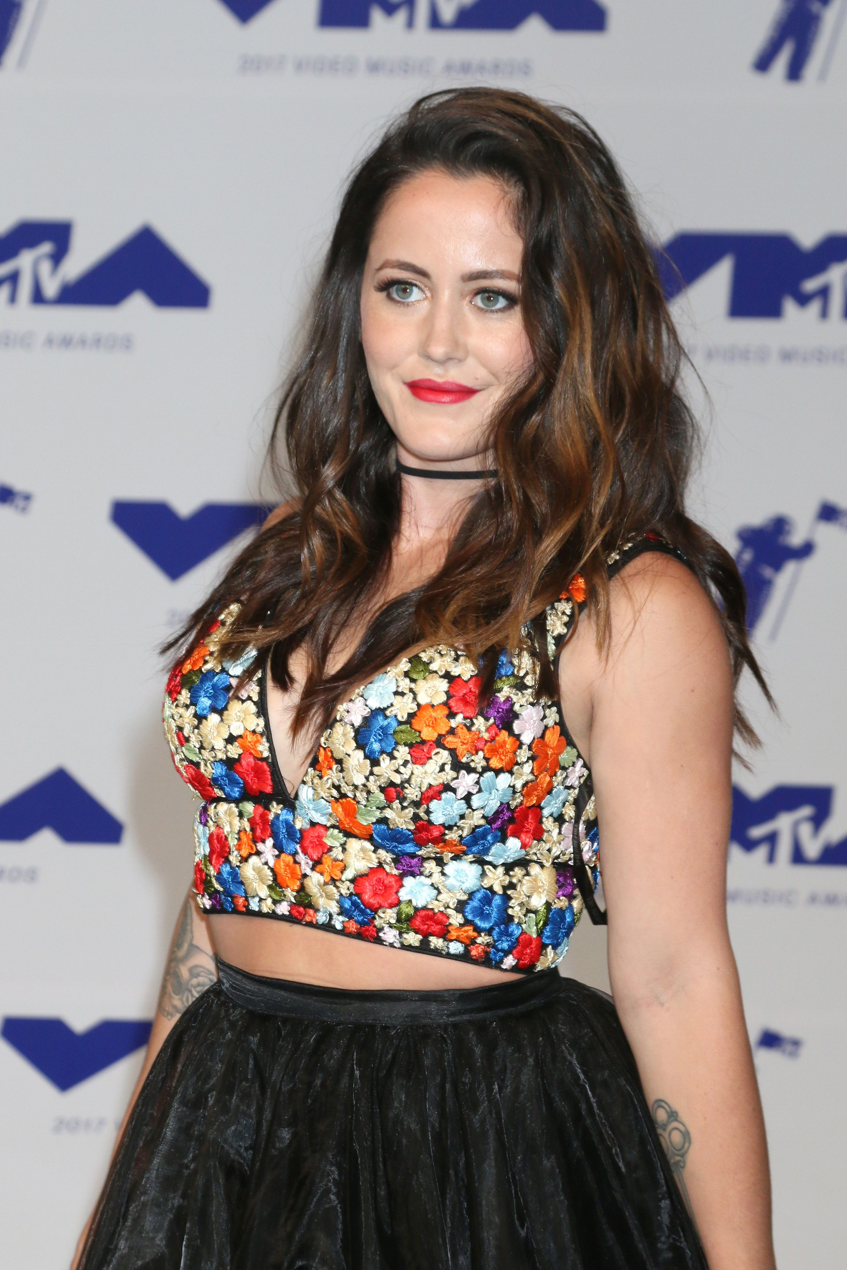 Jenelle Evans wears a floral crop top and black skirt.