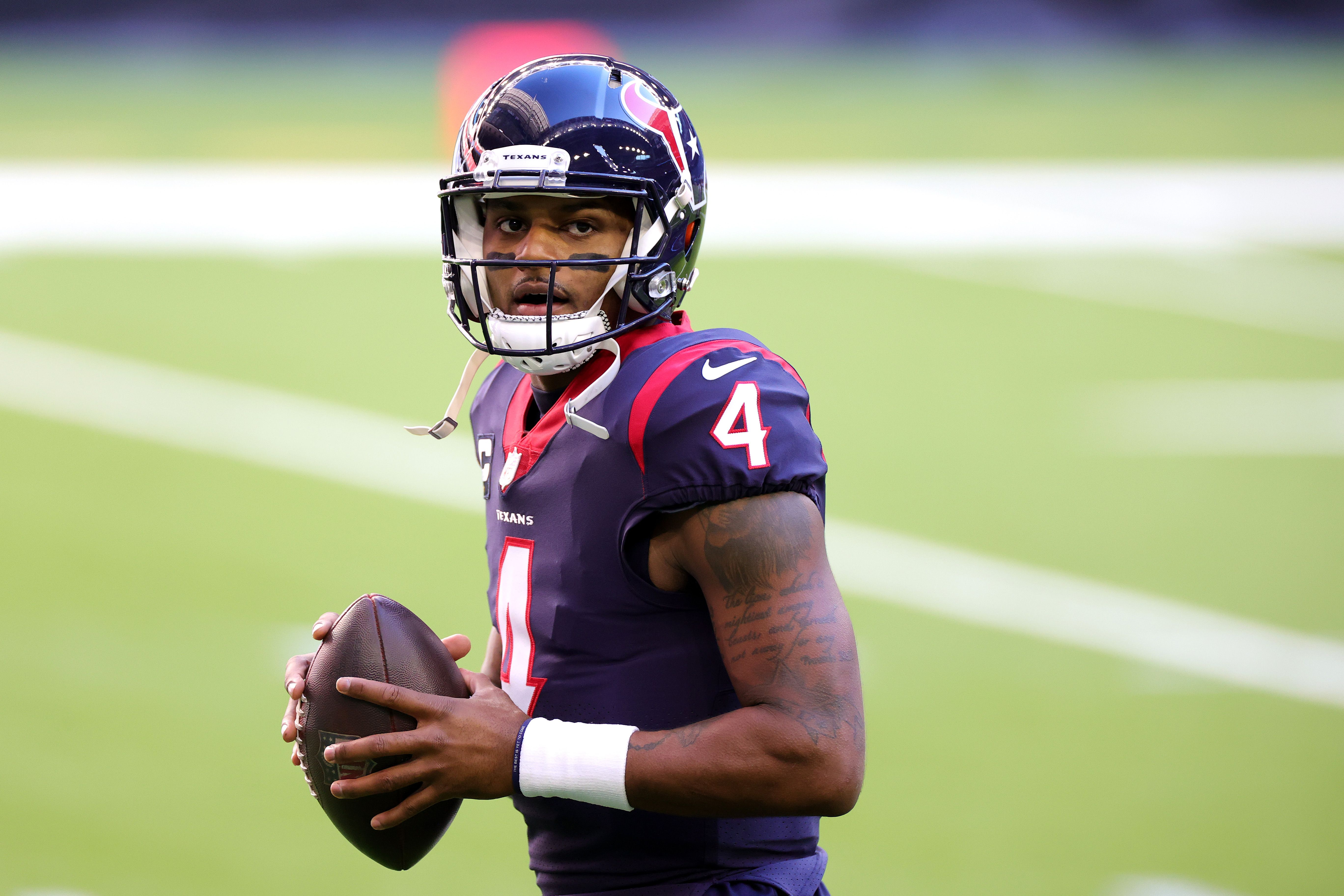 Deshaun Watson practices before an NFL game.