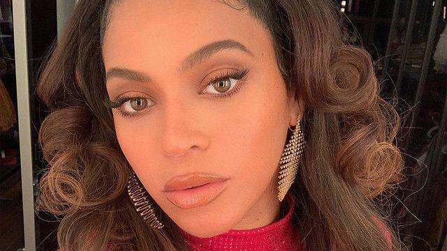 Beyoncé serving face in red