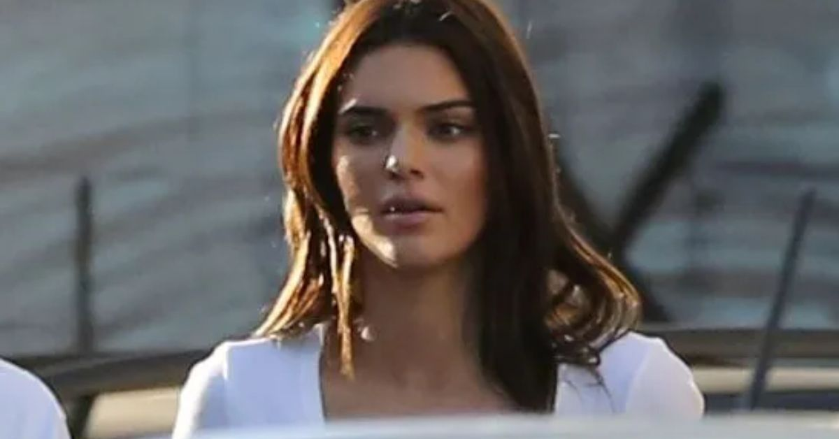 MlR0TTR3THpLQmoxYzdWV3ZvTk0uanBn Kendall Jenner Faces Backlash In Micro Bathroom Bikini 8211 The Blast
