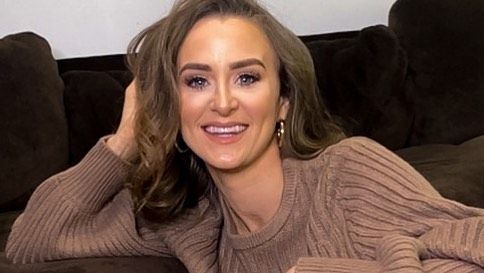 Leah Messer poses close up and smiling