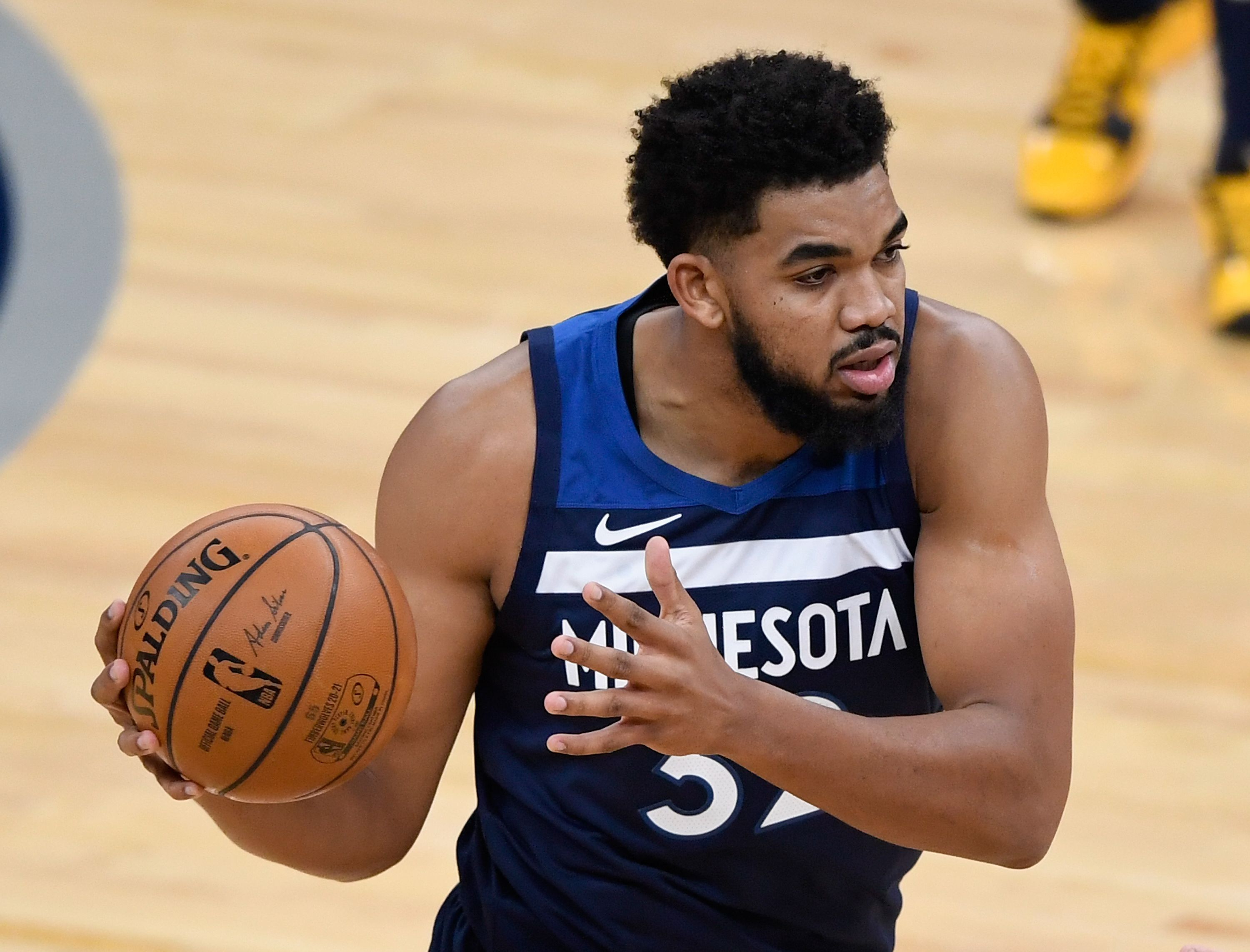 Karl-Anthony Towns finding an open teammate