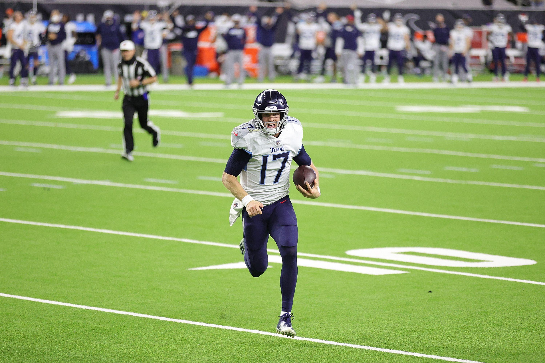 Ryan Tannehill runs for a touchdown in an NFL game.