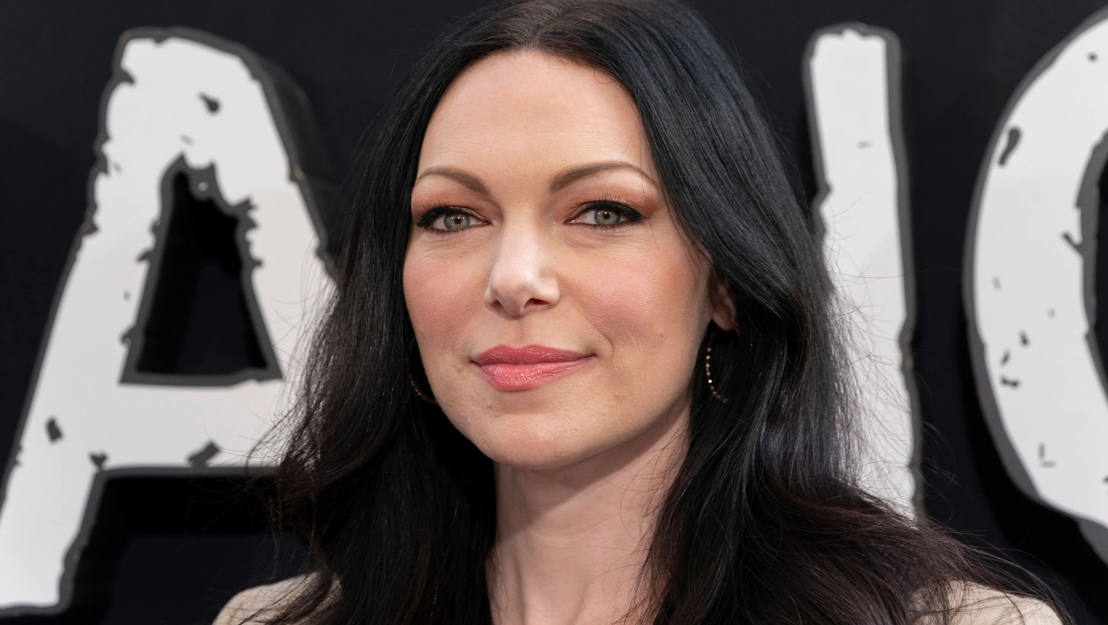 Close-up of Laura Prepon.