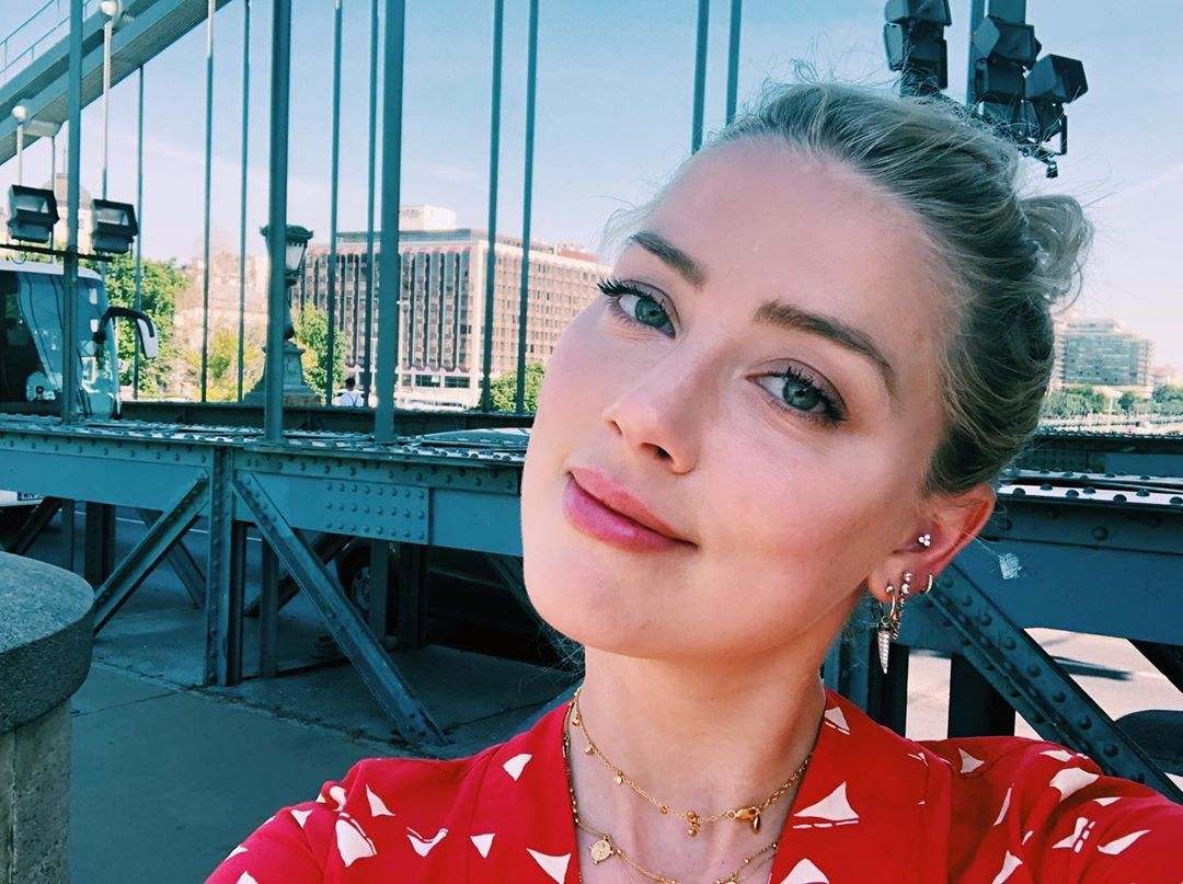 Amber Heard poses for a selfie