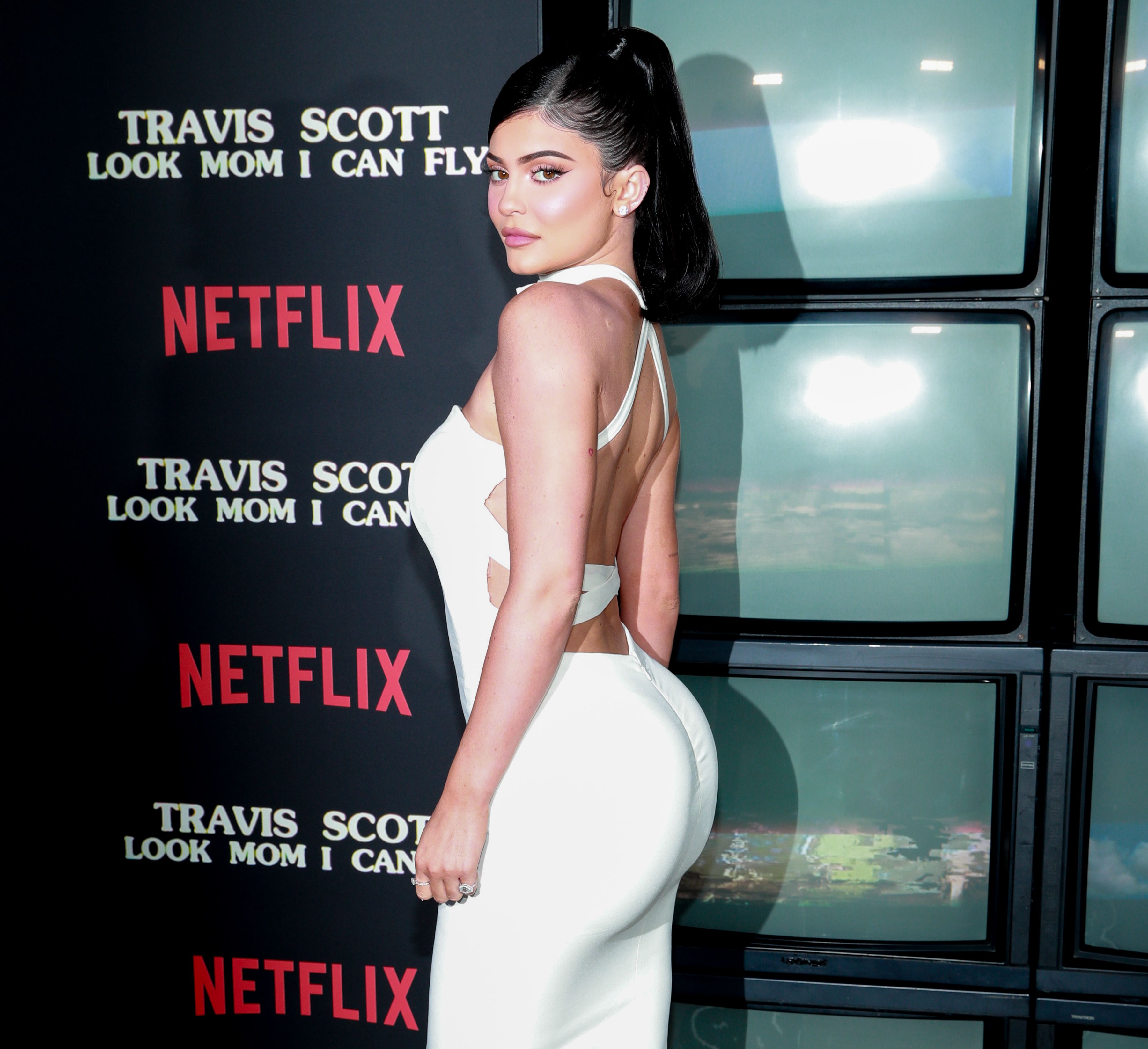 Kylie Jenner Shows Instagram Her Real Hair In Sexy Post