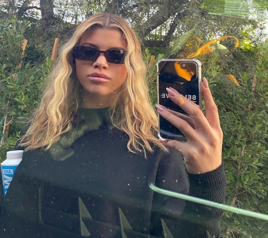 Sofia Richie taking a mirror selfie in black t-shirt
