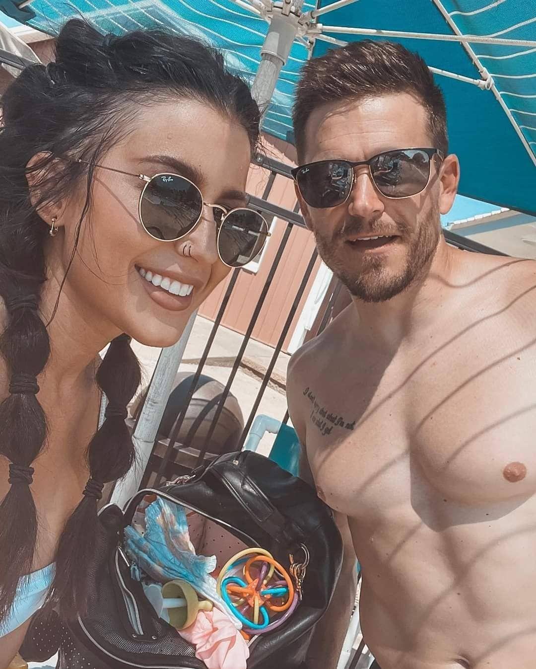 Chelsea Houska selfie with Cole DeBoer outdoors