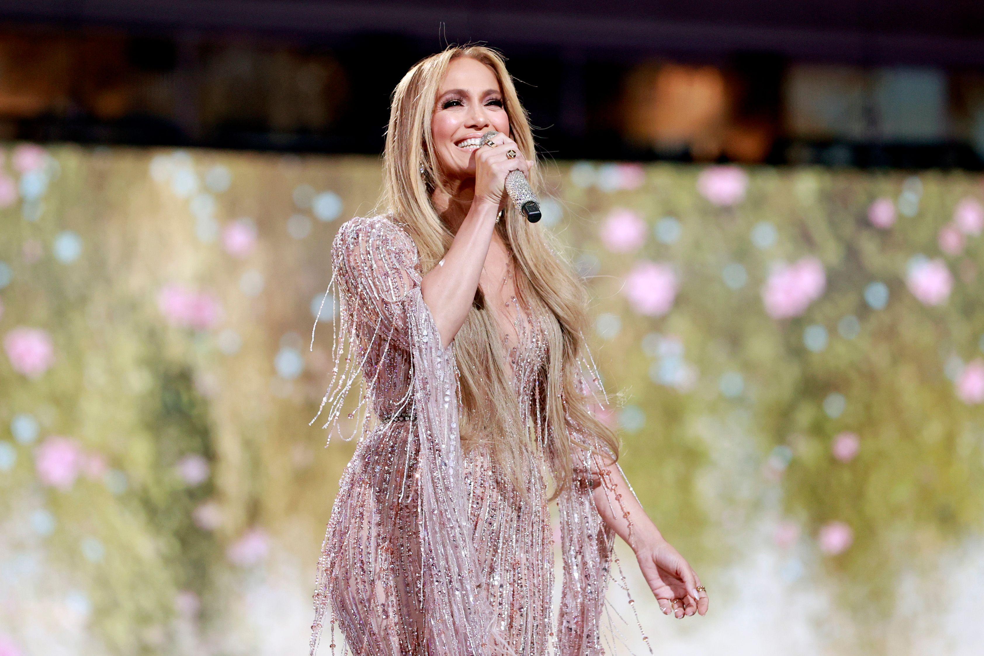 Jennifer Lopez wears a nude be