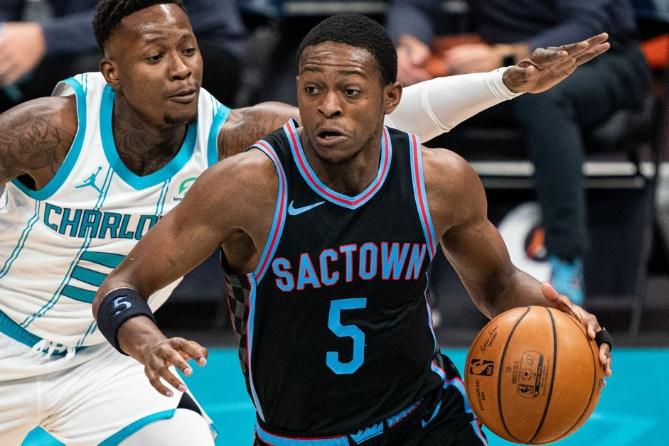De'Aaron Fox being guarded by Terry Rozier