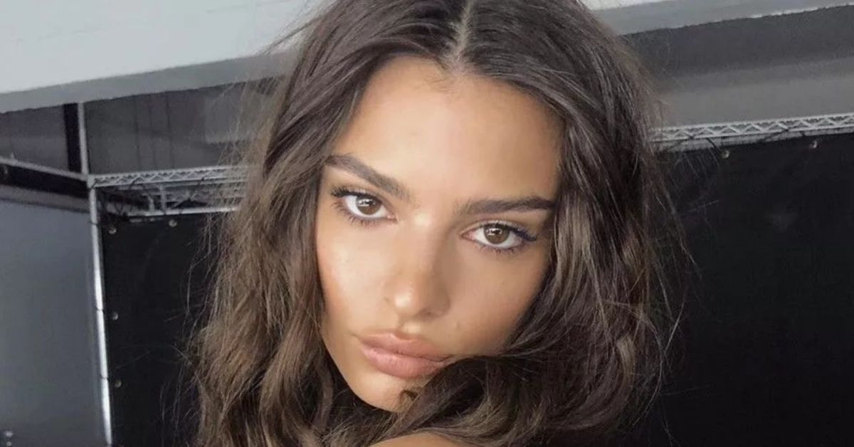 RG8yOWtVTE1CTmxobWN0eGx0OFUuanBn Emily Ratajkowski Hangs Around Her Parents 8217 Home In Bikini amp Stilettos 8211 The Blast