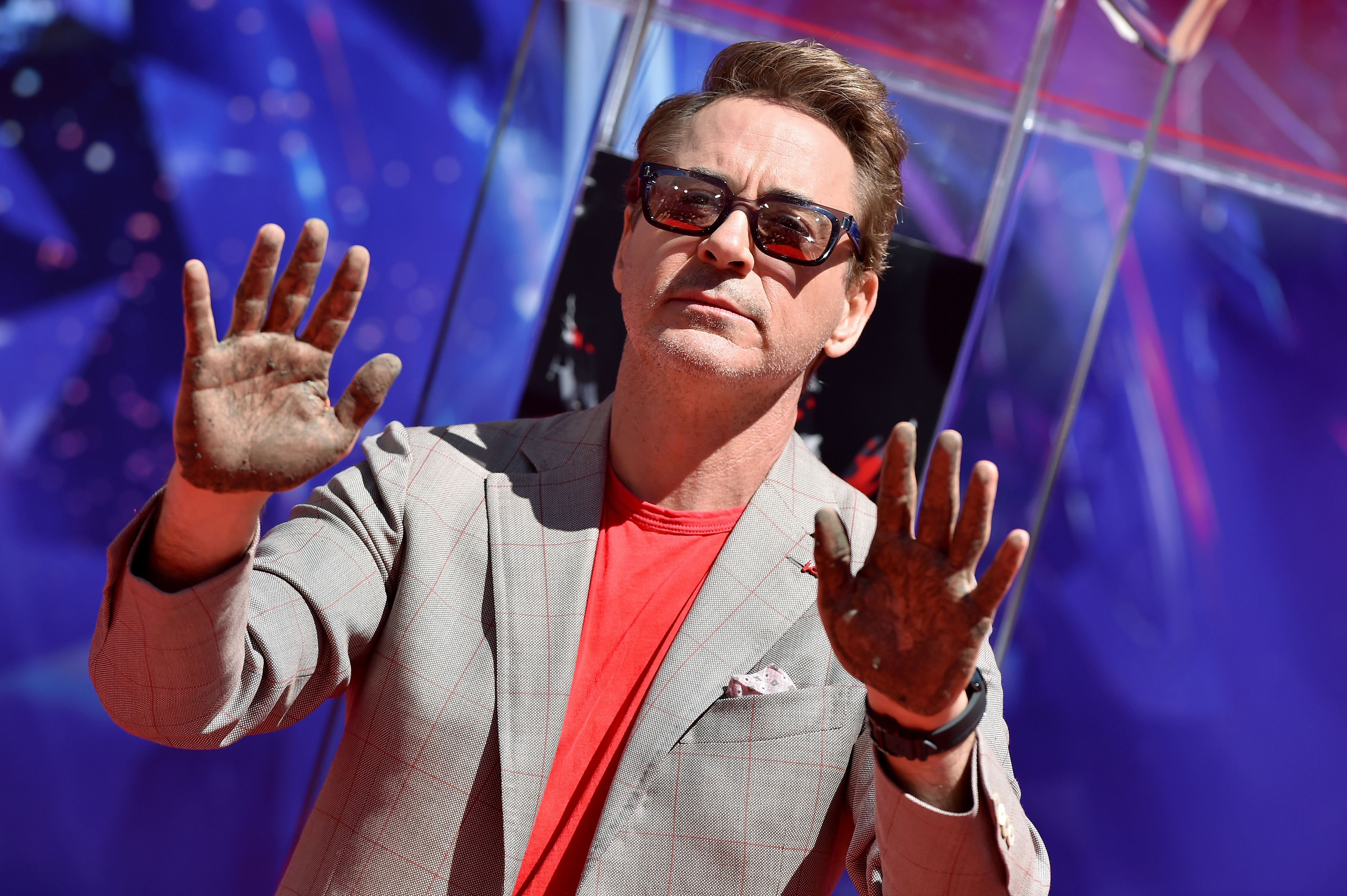 Downey leaving his hand prints the TCL Chinese Theatre