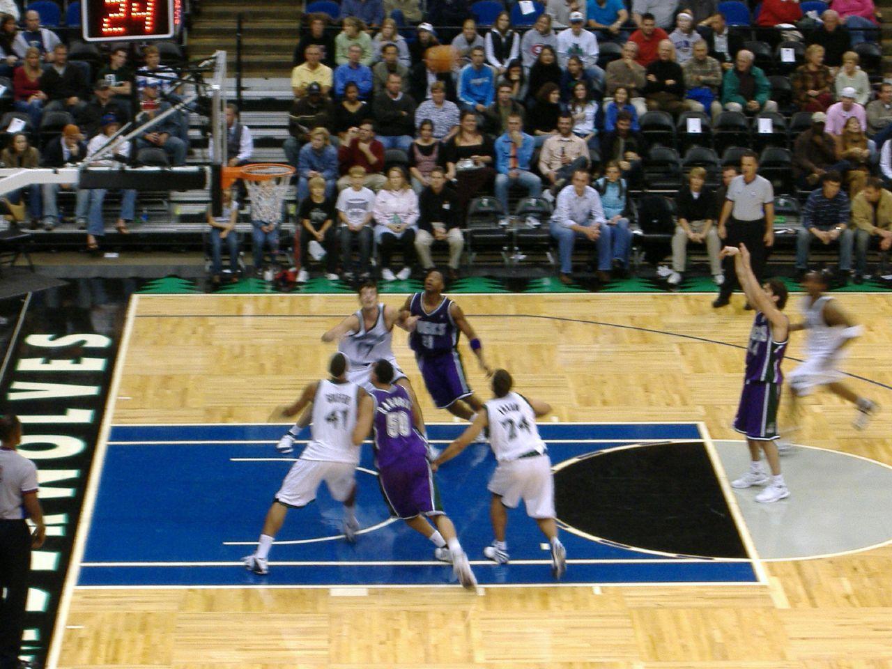 Minnesota Timberwolves play the Milwaukee Bucks