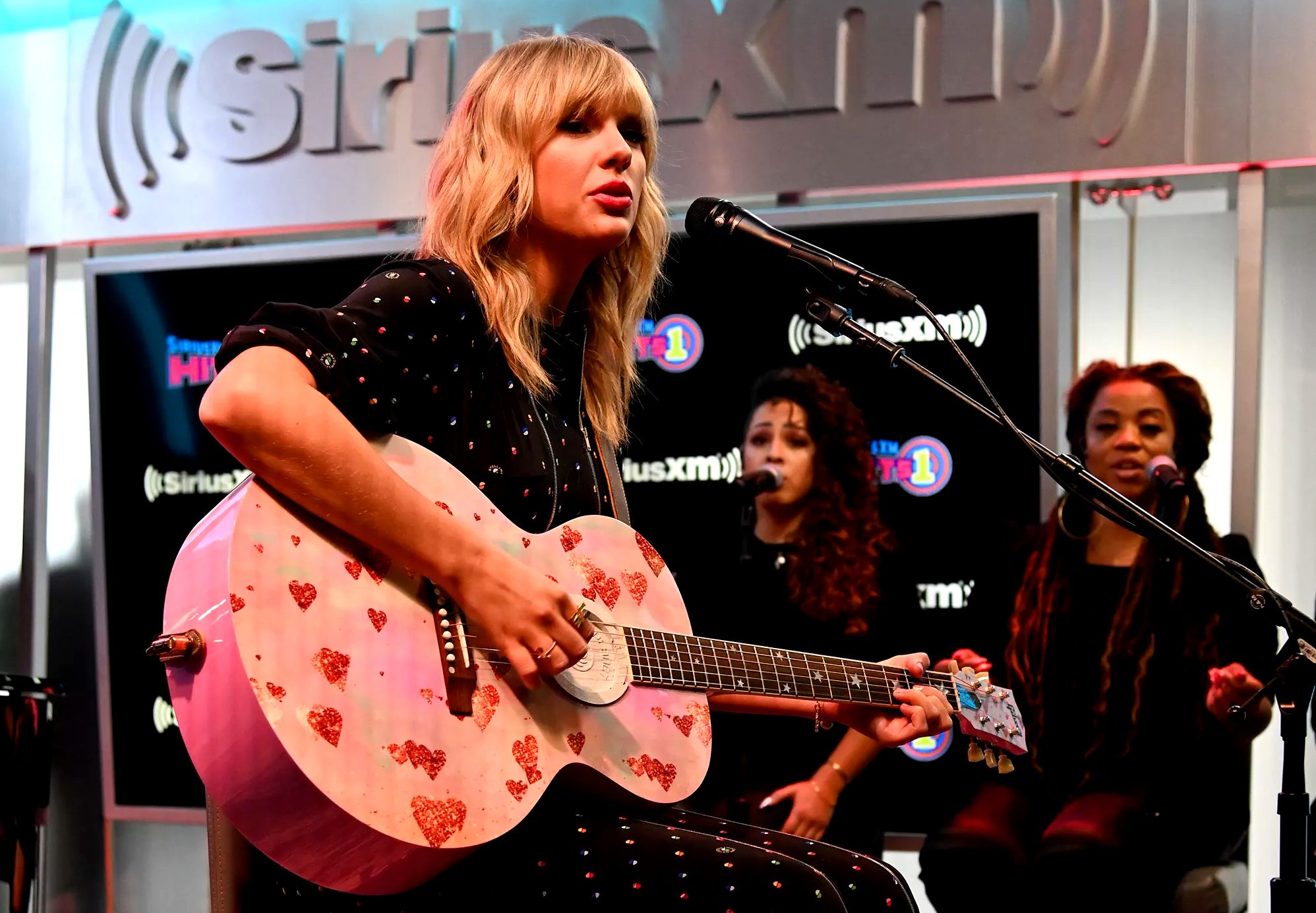 NEW YORK, NEW YORK - AUGUST 23: Taylor Swift performs during her SiriusXM's Town Hall Special at SiriusXM Studios on August 23, 2019 in New York City.