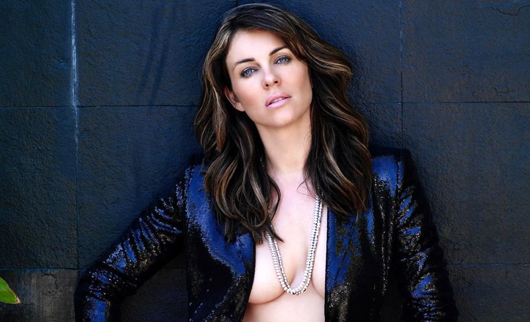 ELIZABETH HURLEY ACTRESS AND MODEL IN BLUE BIKINI AT THE BEACH PUBLICITY PHOTO