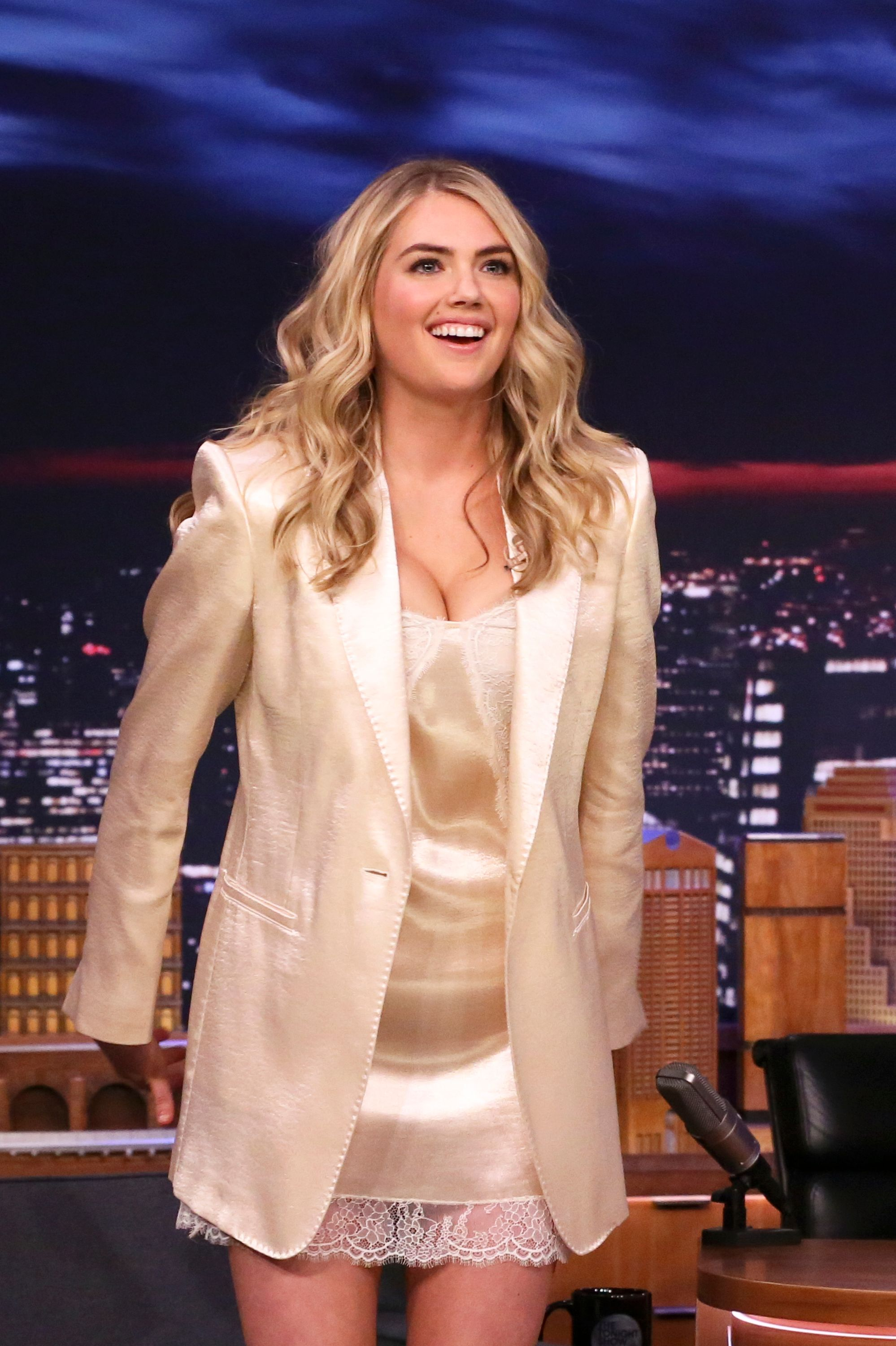 Kate Upton Breastfeeds In Swimsuit Slams Ridiculous Weight Loss Pressures