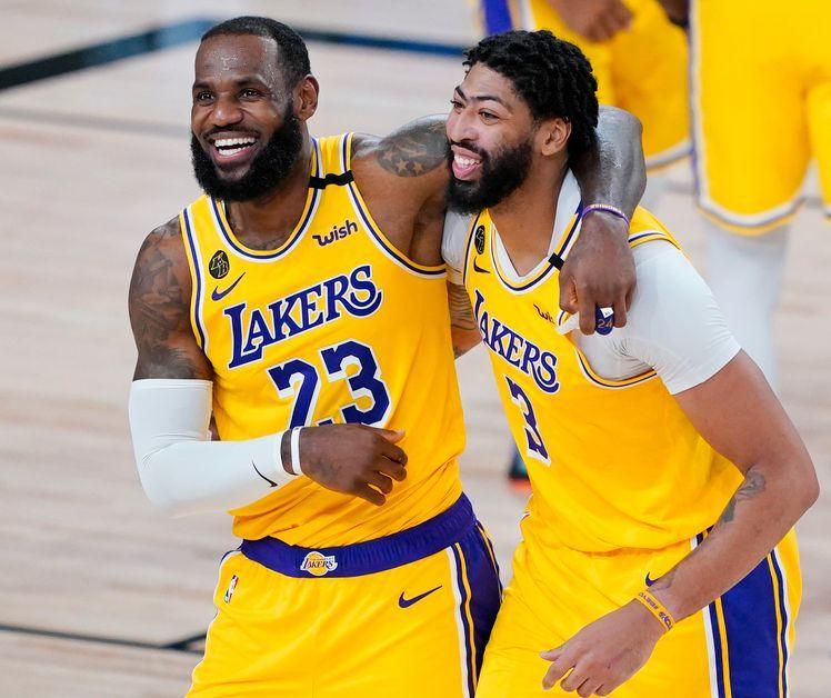 LeBron James having fun with Lakers teammmate Anthony Davis