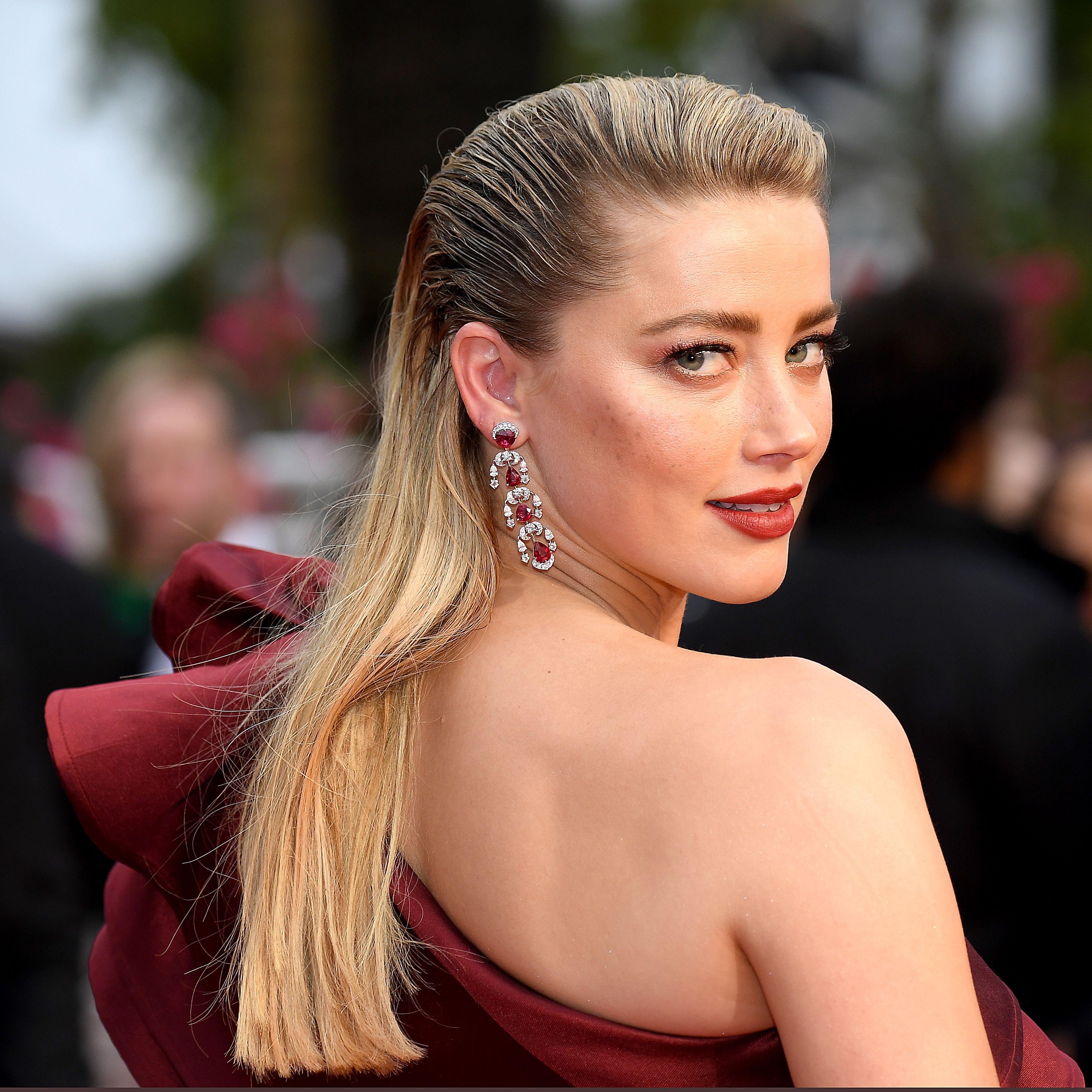 Amber Heard looking over her shoulder