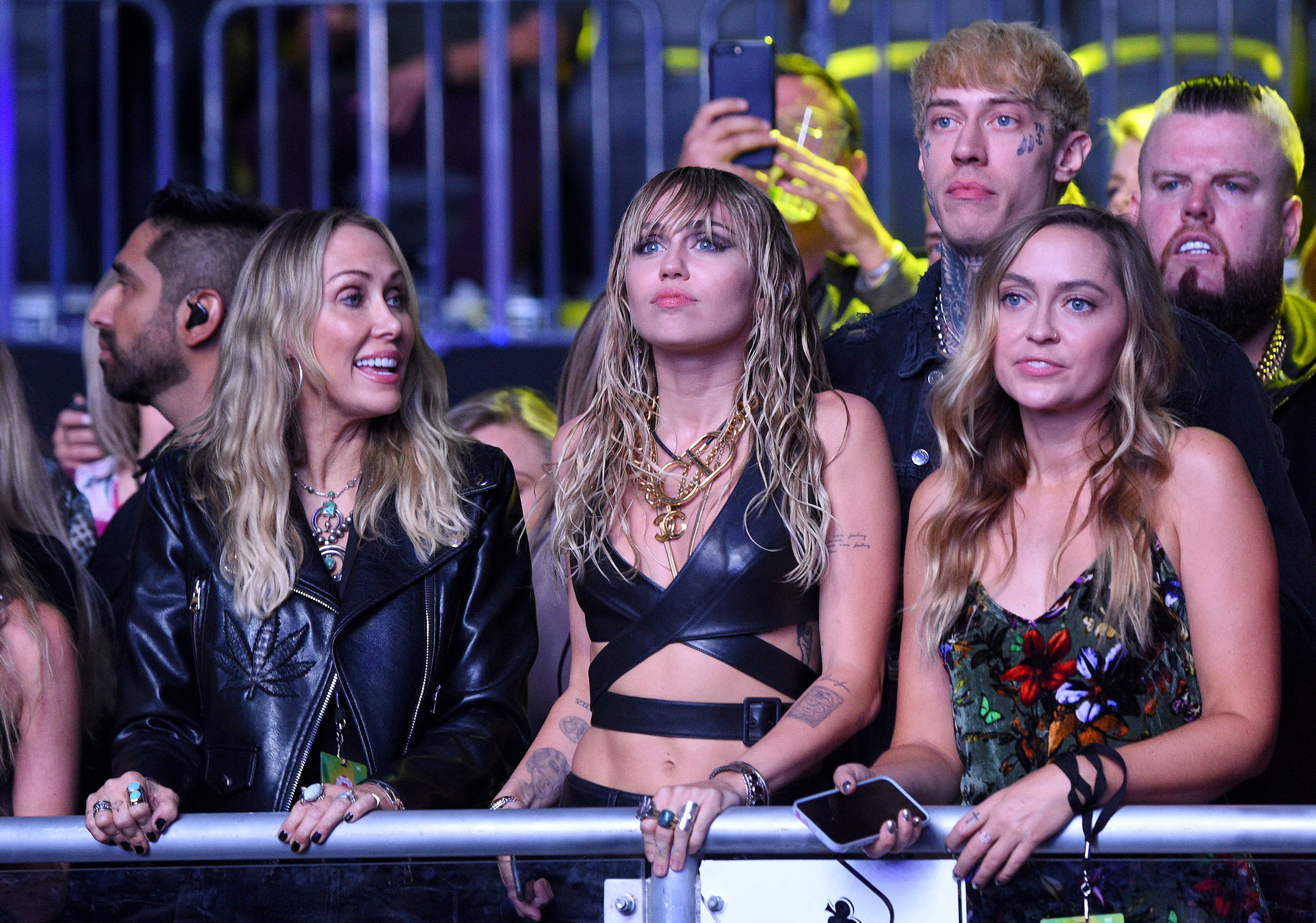 Miley Cyrus Hot Sister Brandi Told She Looks Like 1 Million Dollars Plus The Tip In Sexy Shirtless Pic