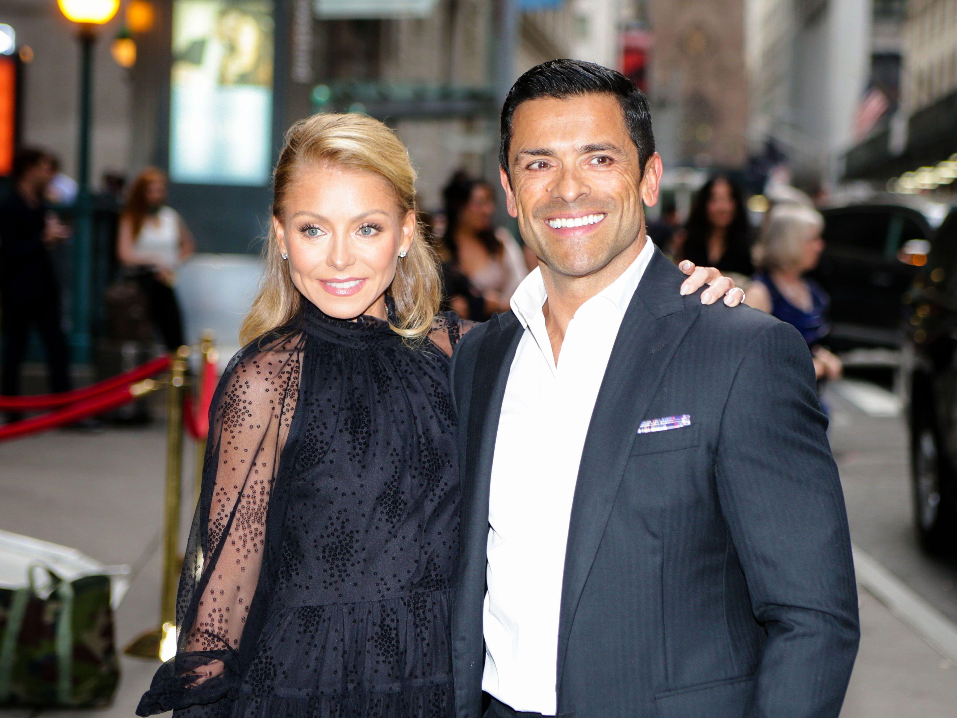 Kelly Ripa and Mark Consuelos smiling