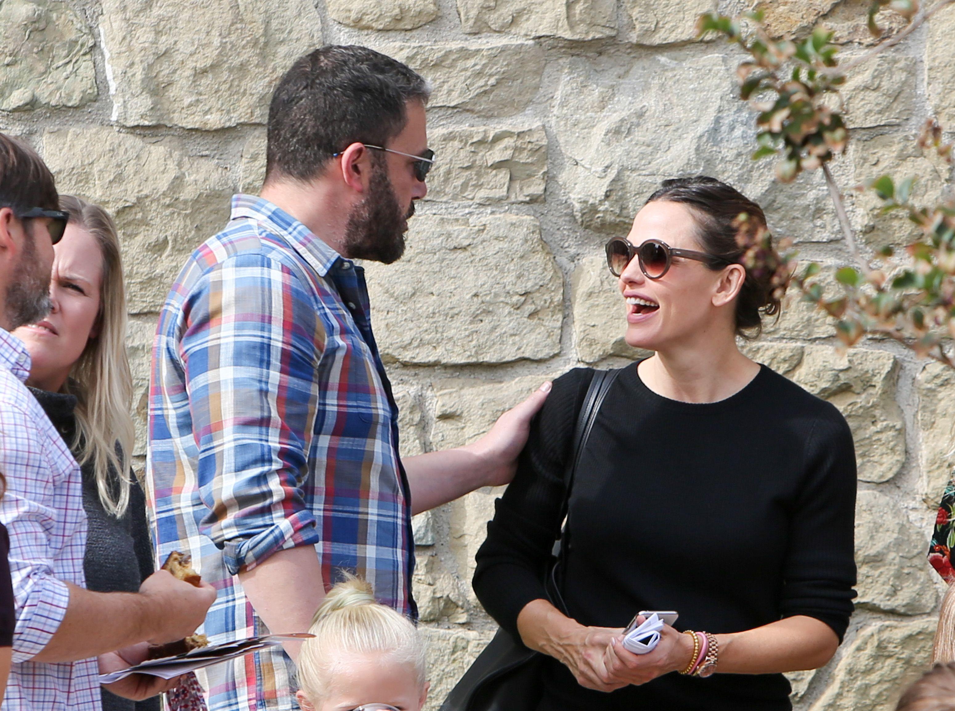 Ben Affleck and Jennifer Garner having a conversation outside