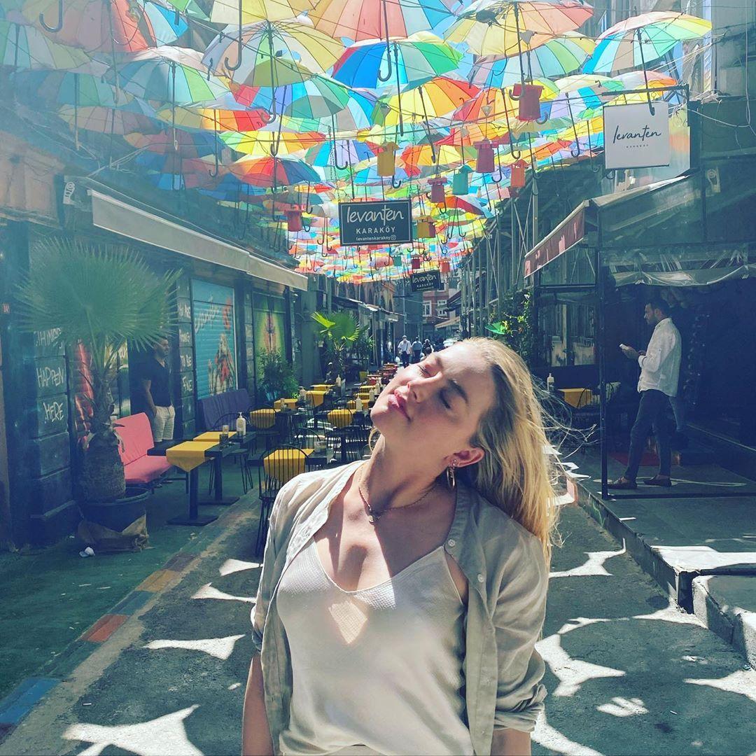 Amber Heard in Turkey underneath umbrellas