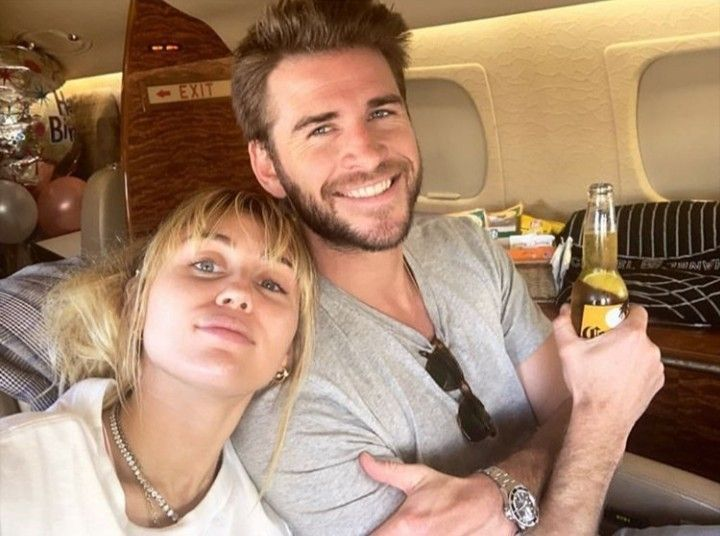 Miley and Liam on a private jet