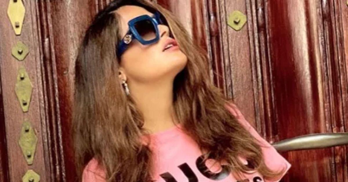 Salma Hayek Declares 'Happily Married' In Eye-Popping Bikini - The Blast