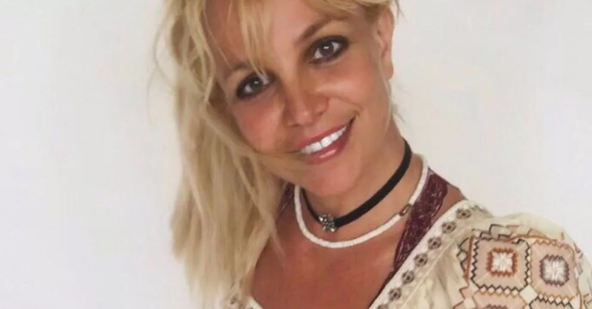 Britney Spears Stuns Rolling Around Beach In Bikini & Cowboy Hat - The Blast