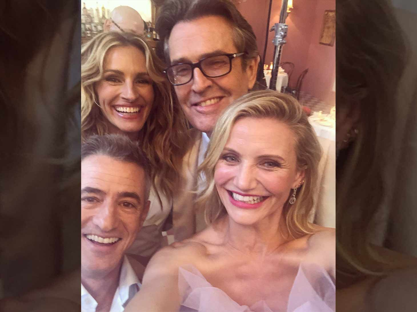 Best Friends Wedding.Julia Roberts Cameron Diaz Reunite With My Best Friend S Wedding