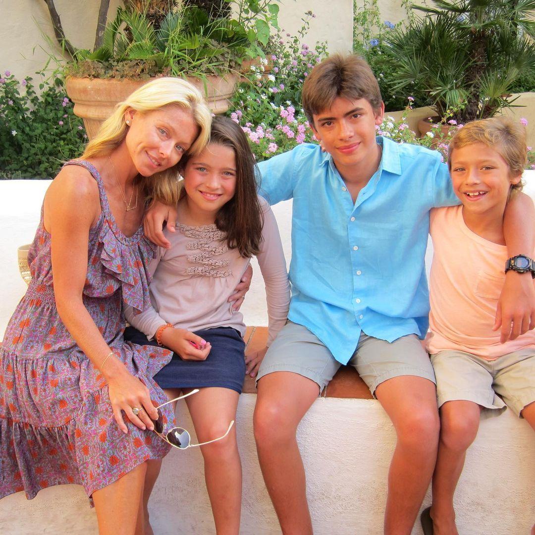 Kelly Ripa and kids throwback