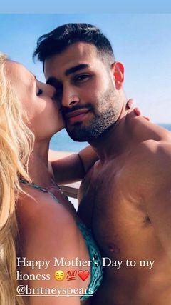 Britney kissing Sam in bikini
