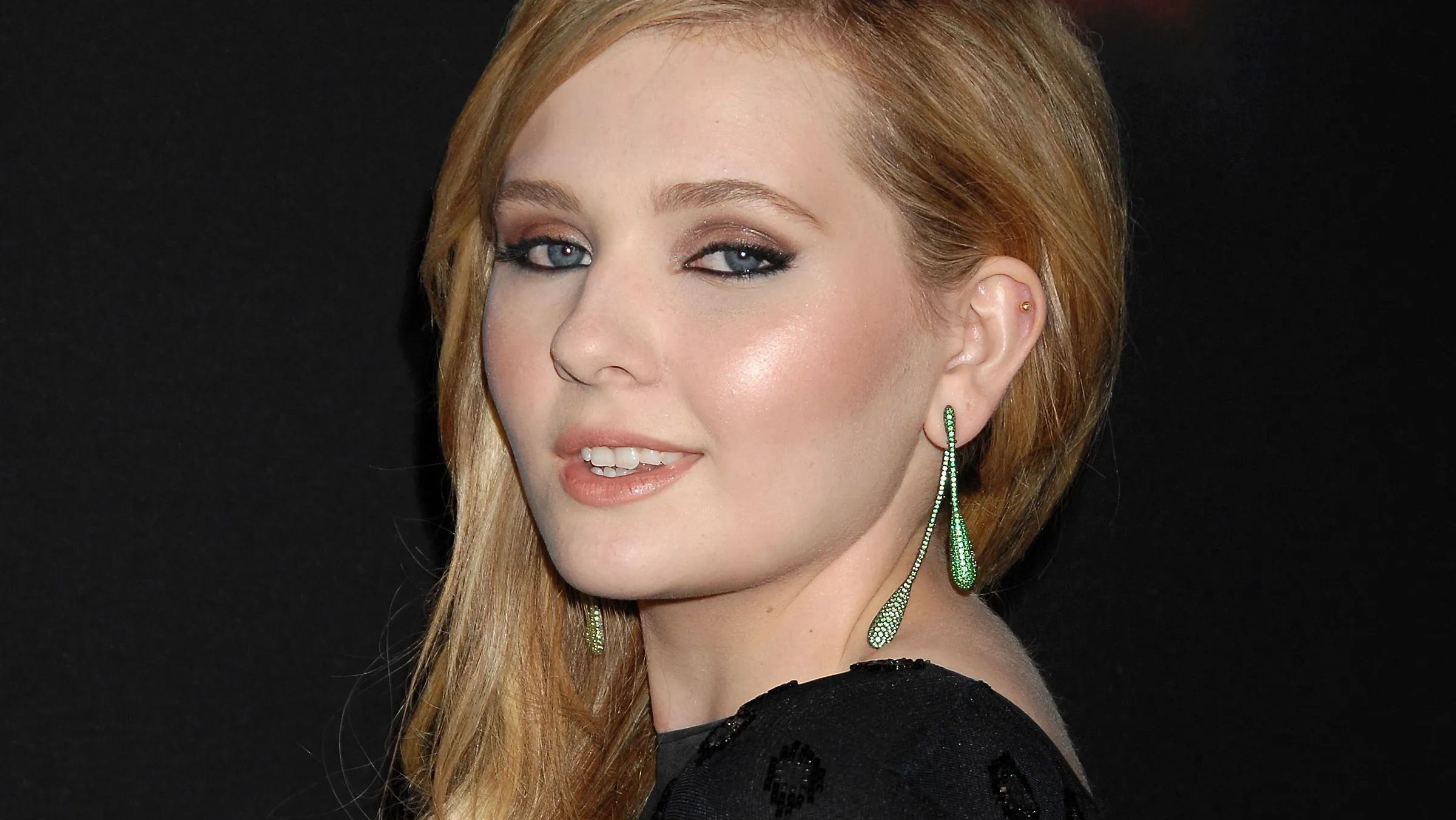 This is Abigail Breslin, all grown up