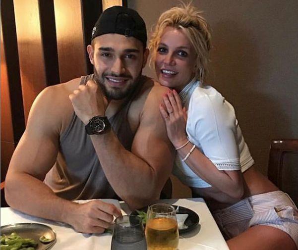 Britney Spears & Sam Asghari at a table