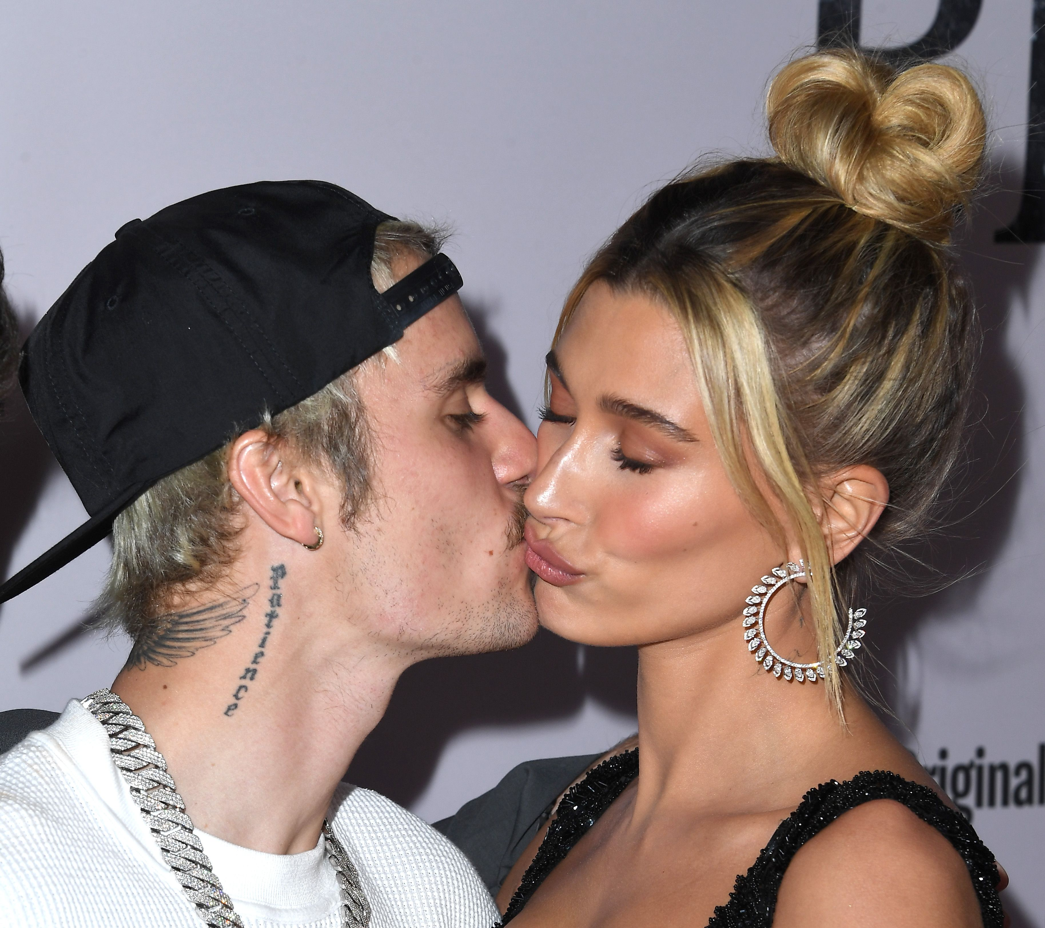 Hailey and Justin Bieber kiss candidly