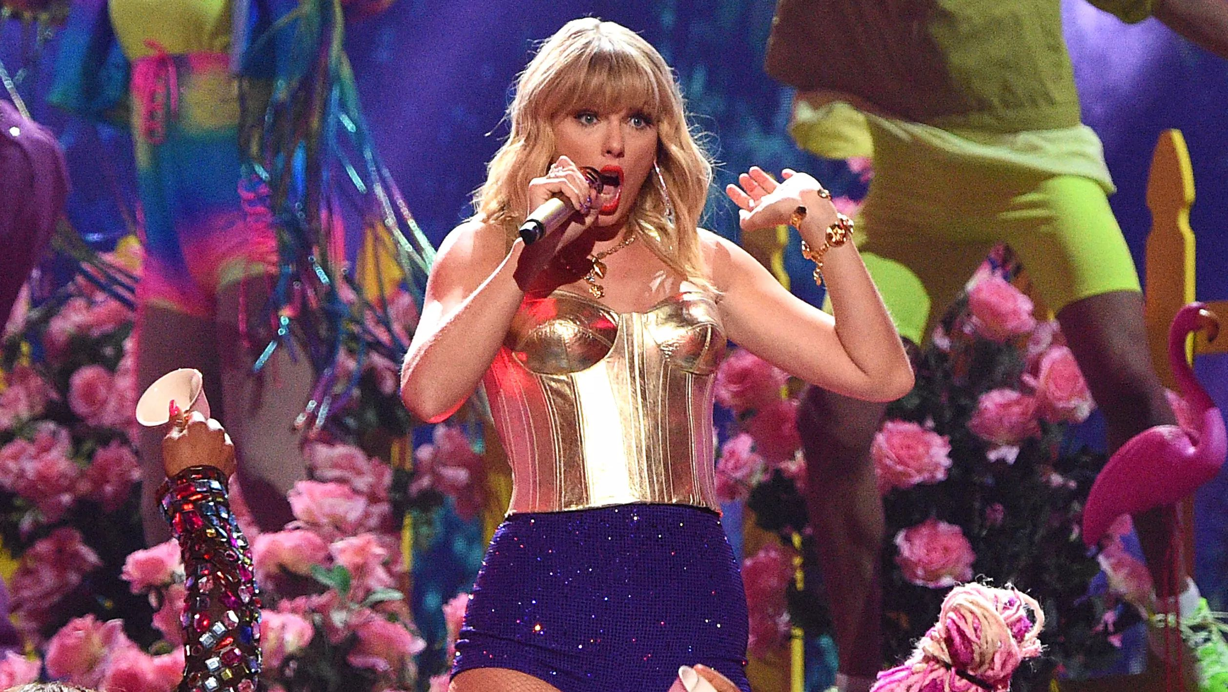 NEWARK, NEW JERSEY - AUGUST 26: Taylor Swift performs onstage during the 2019 MTV Video Music Awards at Prudential Center on August 26, 2019 in Newark, New Jersey.