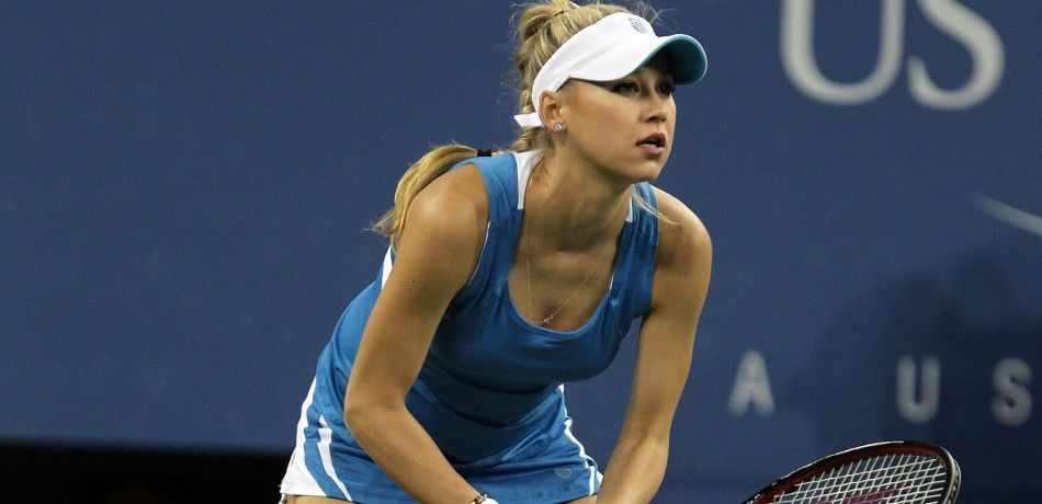 Anna Kournikova on the court