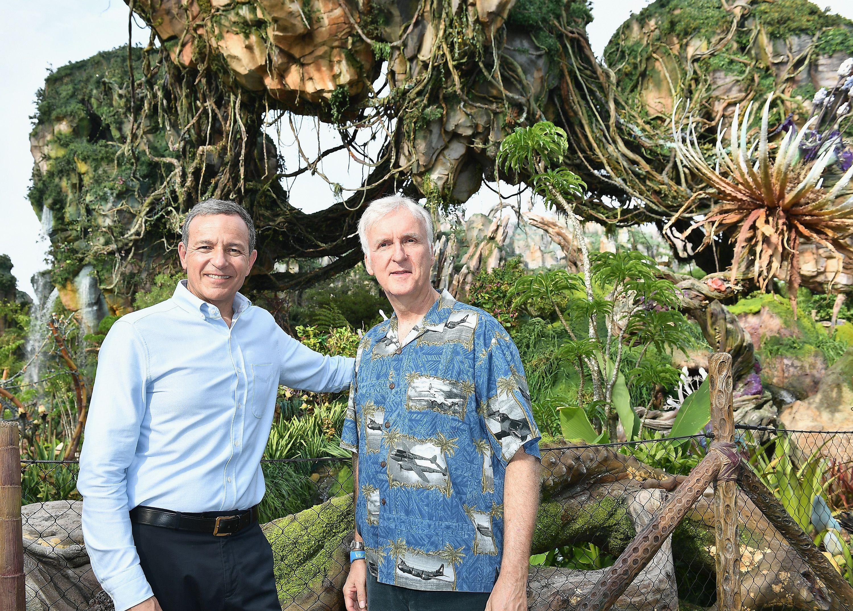 James Cameron visits an 'Avatar' scene.