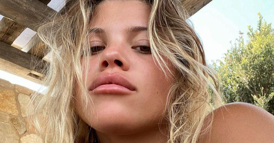 YzBxQ1pORUFxYWxKN3IzYXpLVWEuanBn Sofia Richie Floods The Imagination With Ocean Blue Bikini On Instagram 8211 The Blast