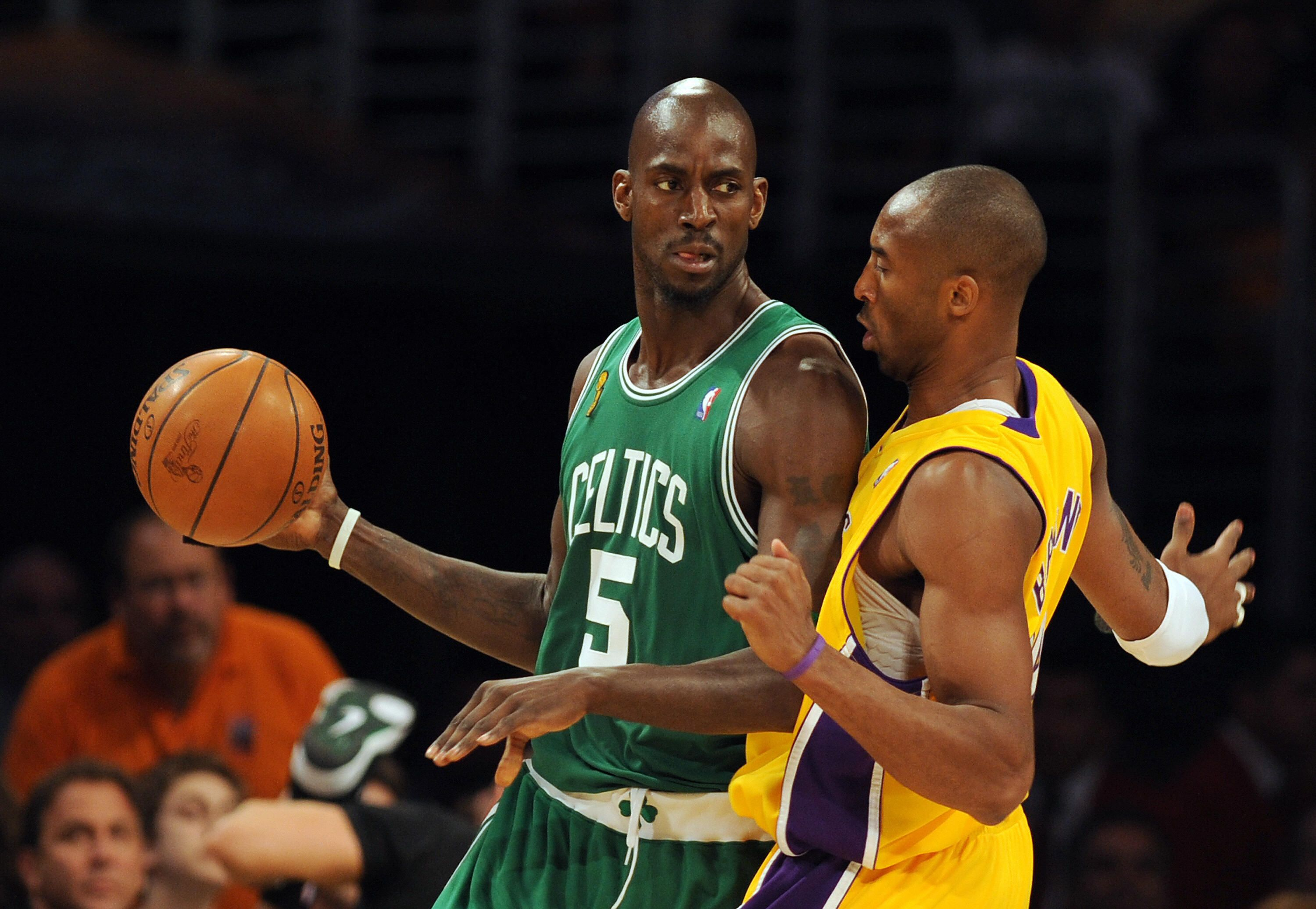 Kevin Garnett and Kobe Bryant are two of the 2020 Basketball Hall of Fame inductees.