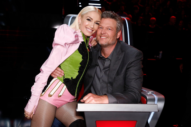 Gwen Stefani and Blake Shelton posing.