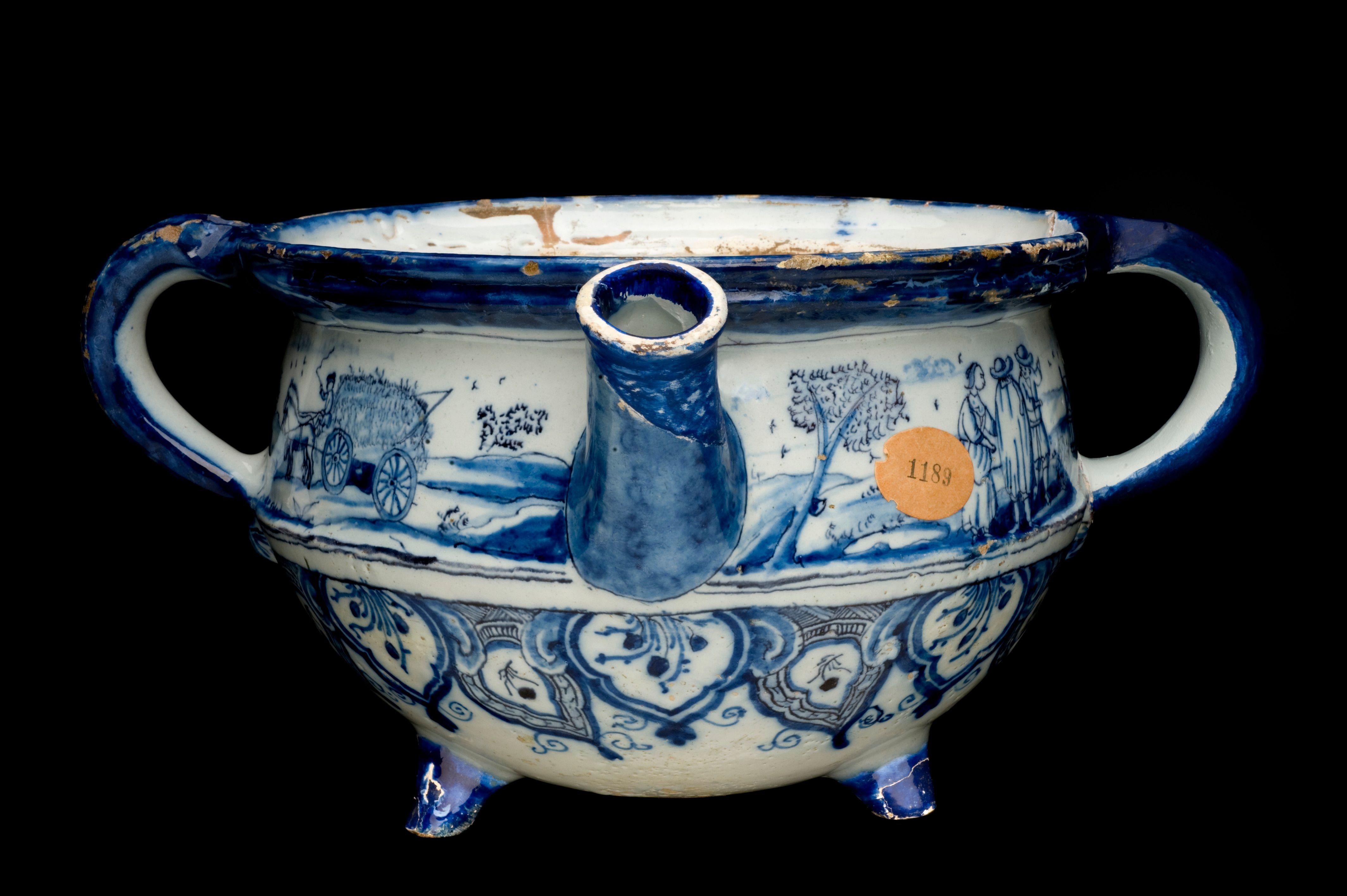 A chamber pot