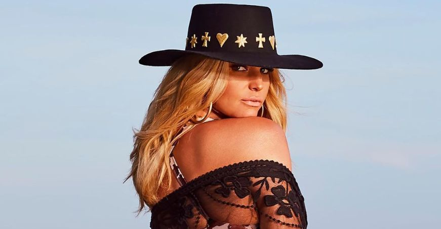 Jessica Simpson wearing cowboy hat