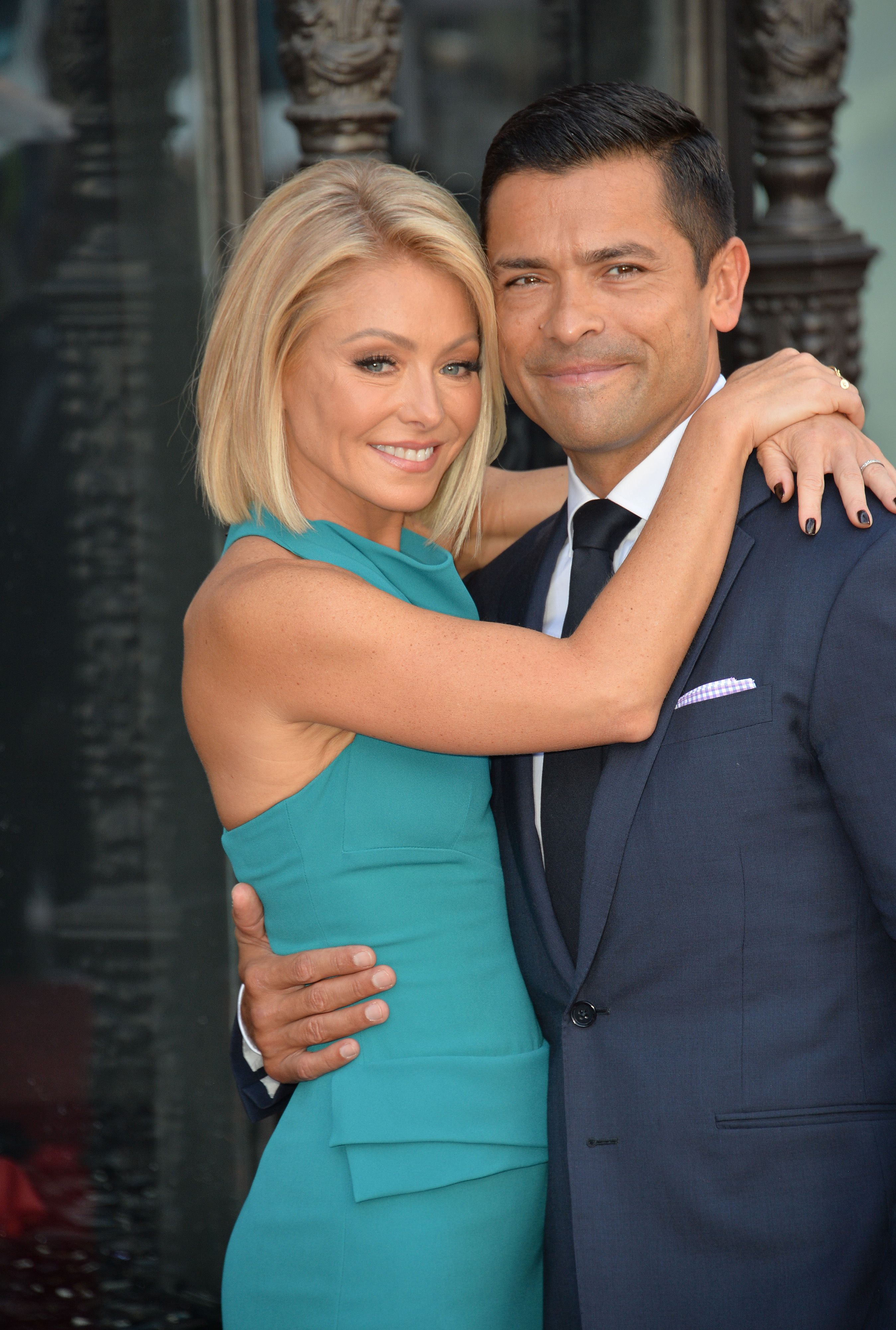 Kelly Ripa smiling with her usband
