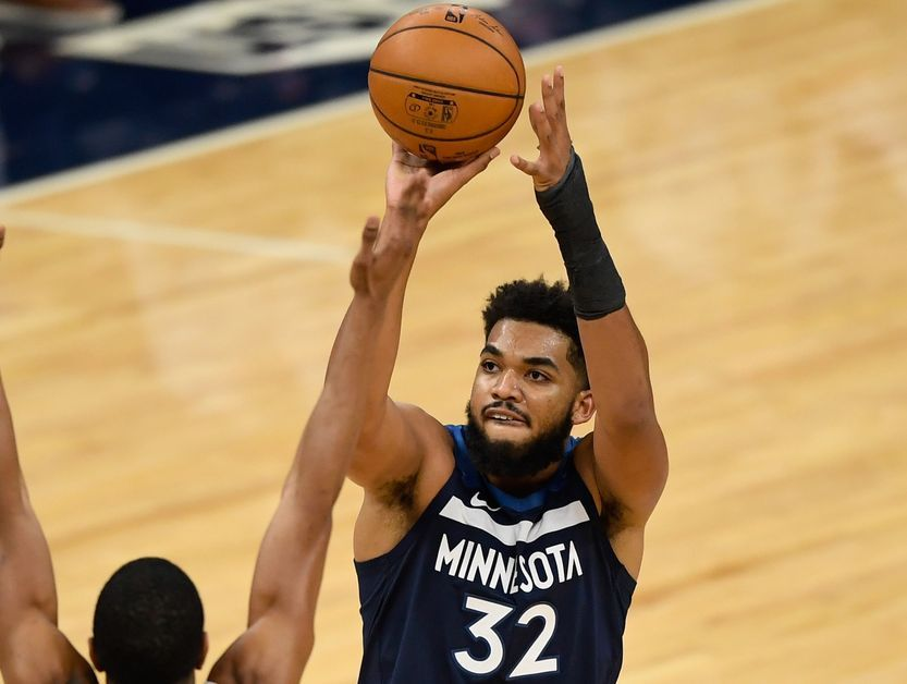 Karl-Anthony Towns shooting the ball