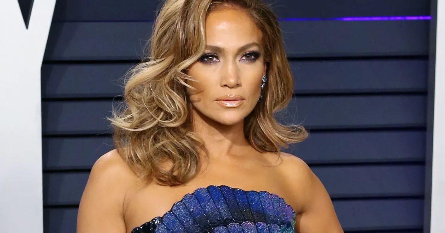 AEl4d0RoeVB1QmlnTFpOYXJDRWIuanBn Jennifer Lopez Addresses Break Up With Brunch Bikini 8211 The Blast